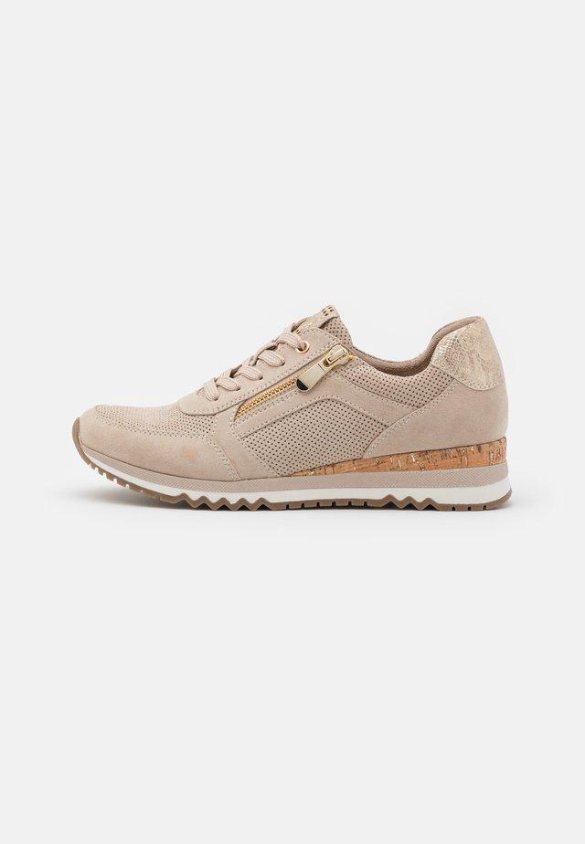 Sneakers - dune