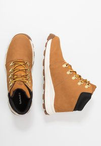 Timberland - BROOKLYN HIKER - Sneaker high - wheat - 0