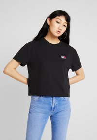 Tommy Jeans - BADGE TEE - Jednoduché triko - black - 0