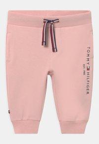 Tommy Hilfiger - BABY ESSENTIAL CREWSUIT SET UNISEX - Tracksuit - pink - 2