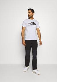 The North Face - BEREKELY CALIFORNIA TEE - Print T-shirt - white - 1