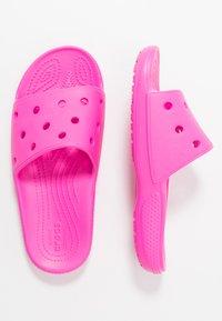 Crocs - CLASSIC SLIDE - Sandały kąpielowe - pink - 3