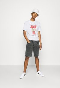 Nike Sportswear - TEE - T-shirt con stampa - white - 1
