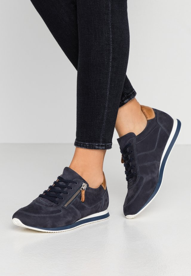 LEATHER - Sneakers laag - dark blue