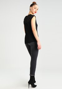 ONLY - T-shirt imprimé - black - 2