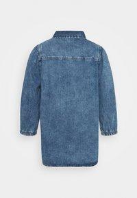 Noisy May - NMRILEY PUFF WESTERN - Button-down blouse - medium blue denim - 1