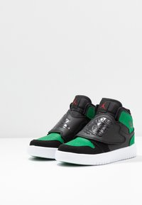 Jordan - SKY 1 UNISEX - Basketball shoes - black/pine green/gym red - 3
