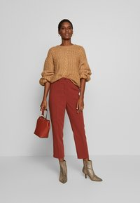 Re.draft - FORMAL PANTS - Trousers - toffee - 1