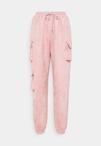 TEXTURECARGO JOGGER - Tracksuit bottoms - pink