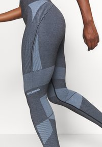 Hummel - SKY HIGH WAIST SEAMLESS - Leggings - black/faded denim - 4