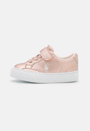 THERON  - Sneakers laag - rose metallic/paperwhite