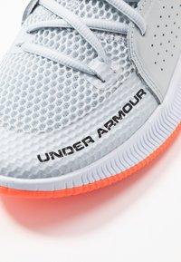 Under Armour - UA JET - Basketball shoes - halo gray/white /black - 5