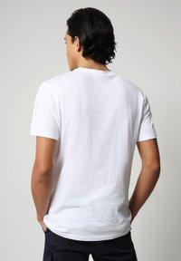 Napapijri - SALLAR - T-shirt med print - bright white - 1