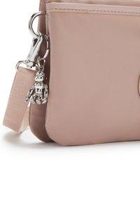 Kipling - RIRI - Across body bag - clean blush p - 4