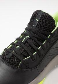 Under Armour - LOCKDOWN 4 - Zapatillas de baloncesto - black/gravity green/x-ray - 5