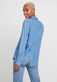 Levi's® - THE ULTIMATE BACK - Button-down blouse - medium authentic - 2