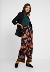 Kaffe - KAPASLY PANTS - Trousers - black deep - 1