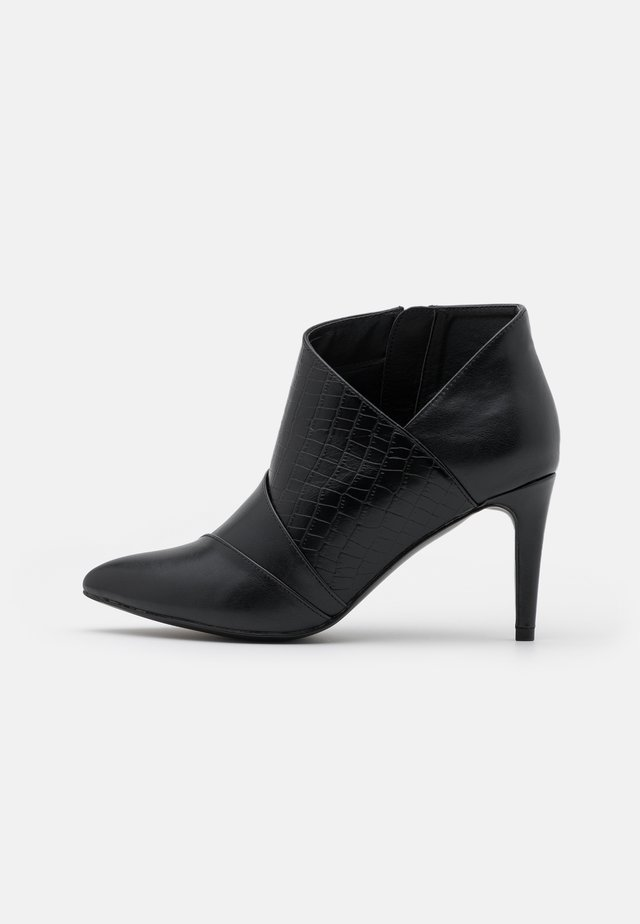 WIDE FIT WILLOUGHBY - Ankle boots - black