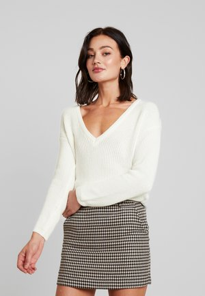 DEEP FRONT V NECK - Strickpullover - white
