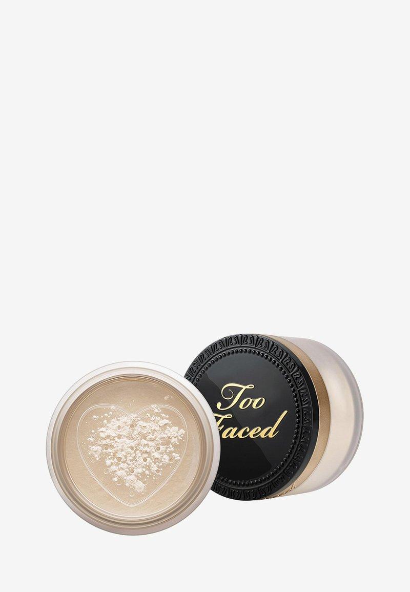 Too Faced - BORN THIS WAY SETTING POWDER - Setting spray & powder - translucent