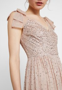 Maya Deluxe - SCATTER EMBELLISHED MAXIDRESS WITH BOW SHOULDER DETAIL - Ballkjole - taupe blush - 6
