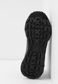 Puma - EMBER TRL - Trail running shoes - black/purple/nrgy rose - 4
