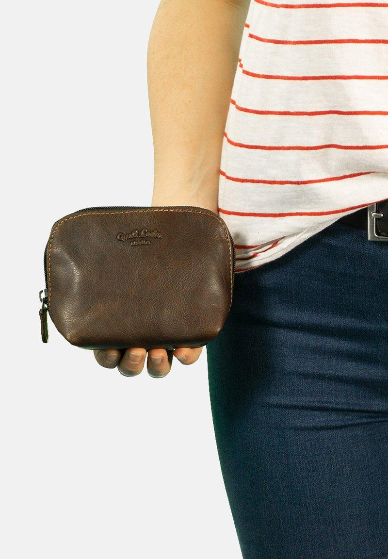 Gusti Leder - Kosmetická taška - dark brown