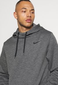 Nike Performance - Sweat à capuche - charcoal heather/black - 4