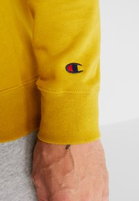 Champion - CREWNECK - Sweatshirt - dark yellow - 5