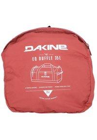 Dakine - EQ DUFFLE  - Weekend bag - dark rose - 5