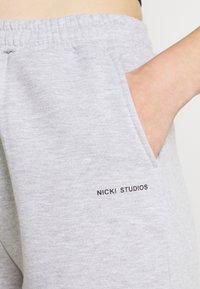 Nicki Studios - LOGOCOLLAGE - Shorts - greymelange - 4