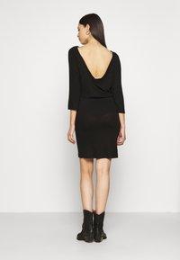 Noisy May Tall - NMHALLEY 3/4 O-NECK DRESS TALL - Neulemekko - black - 2