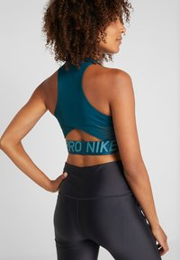Nike Performance - INTERTWIST CROP TANK - Topper - midnight turqouise/black - 2