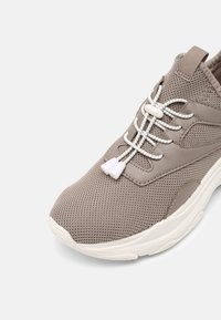 Madden Girl - THRIVE - Sneakers - taupe - 7