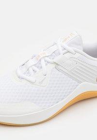 Nike Performance - MC TRAINER - Sports shoes - white/metallic gold star/platinum tint - 5