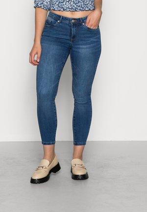 VMTANYA PIPING  - Jeans Skinny Fit - medium blue denim