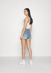 Cotton On - HIGH RISE CLASSIC STRETCH - Shorts di jeans - cabarita blue - 2
