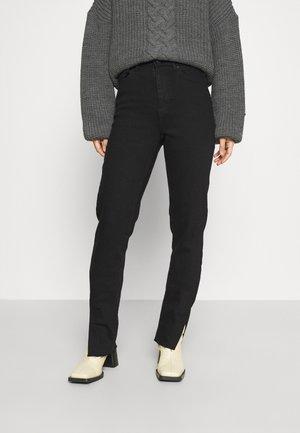 PCEMI SKINNY SLIT - Jeans Skinny Fit - black denim