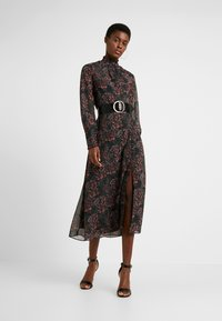 Hope & Ivy Tall - HIGH NECK WITH THIGH SPLIT - Cocktailjurk - red - 2
