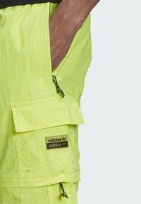 adidas Originals - R.Y.V. UTILITY 2-IN-1 TRACKSUIT BOTTOMS - Träningsbyxor - yellow - 3