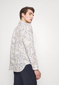 120% Lino - FLORAL PRINT - Shirt - ivory soft fade - 2