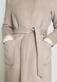 Bruuns Bazaar - JASMINA PERLE COAT - Klasický kabát - roasted grey khaki - 8