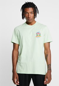 adidas Originals - BODEGA POPSICLE - Print T-shirt - glow green - 0