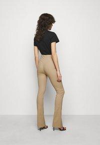 Patrizia Pepe - PANTALONI TROUSERS - Trousers - triking beige - 2