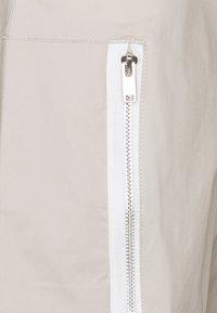 Nike Sportswear - UTILITY PANT - Cargo trousers - cream/sail/ice silver - 2
