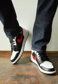 Jordan - AIR JORDAN 1 MID - Sneakersy wysokie - black/chile red/white - 2