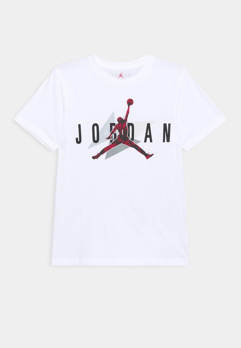 Jordan - AIR CARMINE GEO TEE UNISEX - Print T-shirt - white