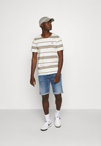 Tommy Jeans - RONNIE - Denim shorts - blue denim - 1