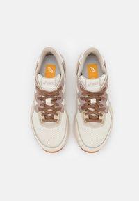 ASICS SportStyle - TARTHERBLAST UNISEX - Sneakers basse - cream/putty - 3