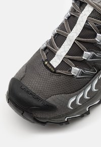 La Sportiva - ULTRA RAPTOR WOMAN GTX - Trail running shoes - carbon/cloud - 5